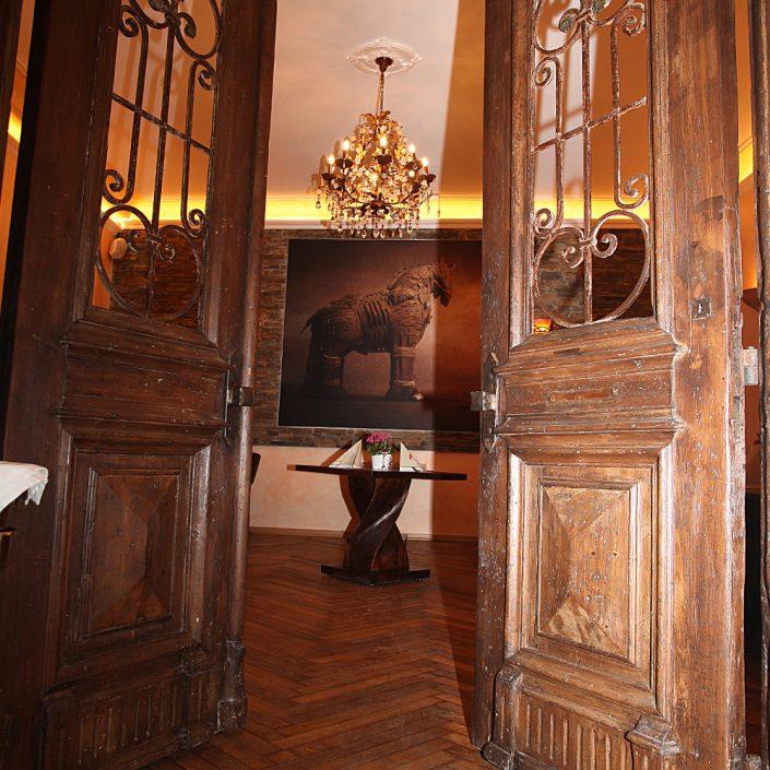 Restaurant Troja München - Flügeltüren Nebenraum