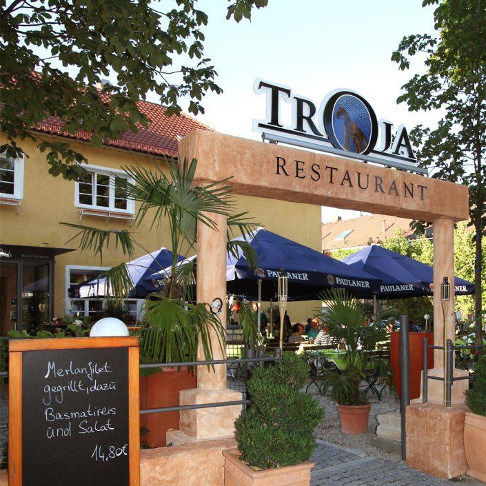 Restaurant Troja München - Eingangs-Torbogen