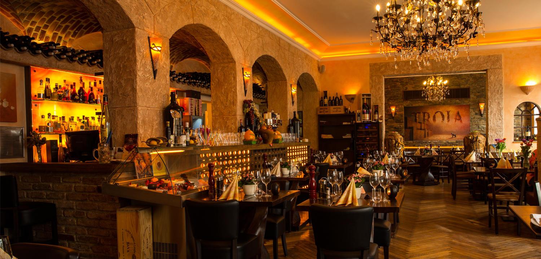 Restaurant Troja München - Gewölbegang hinter der Bar