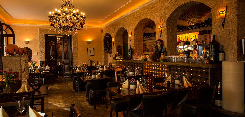 Restaurant Troja München - Abendstimmung im Restaurant Troja