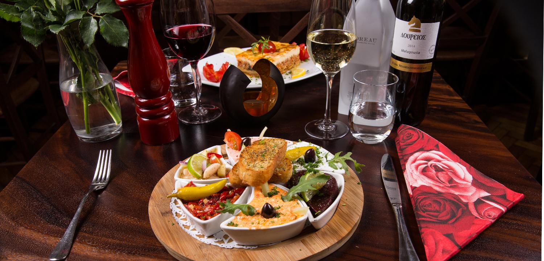 Restaurant Troja - Vorspeisenplatte, Mousaka, Wein