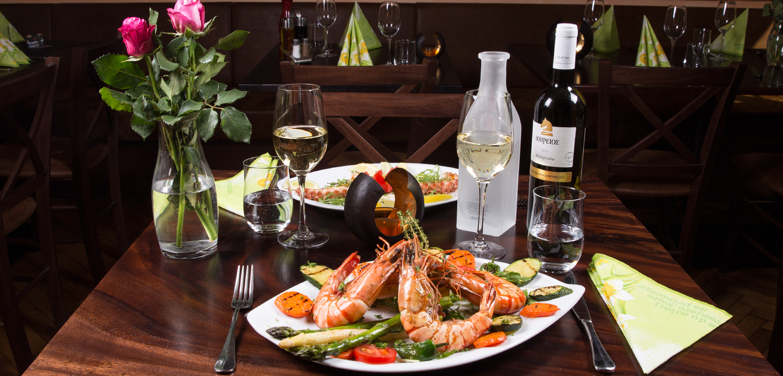 Restaurant Troja München - Tisch für zwei mit Riesengarnelen