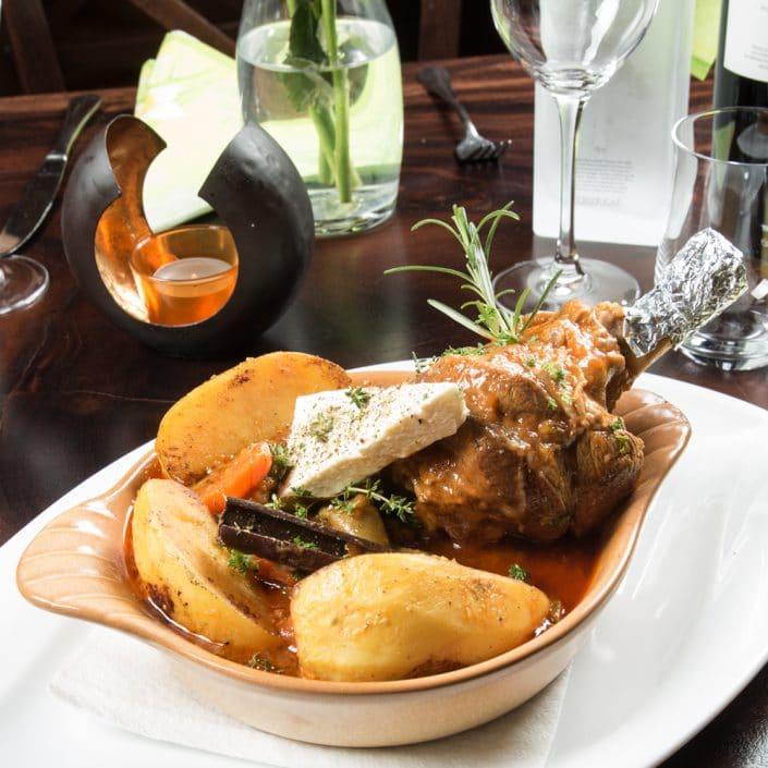 Restaurant Troja München - Hauptspeise - Lammhaxe mit Feta