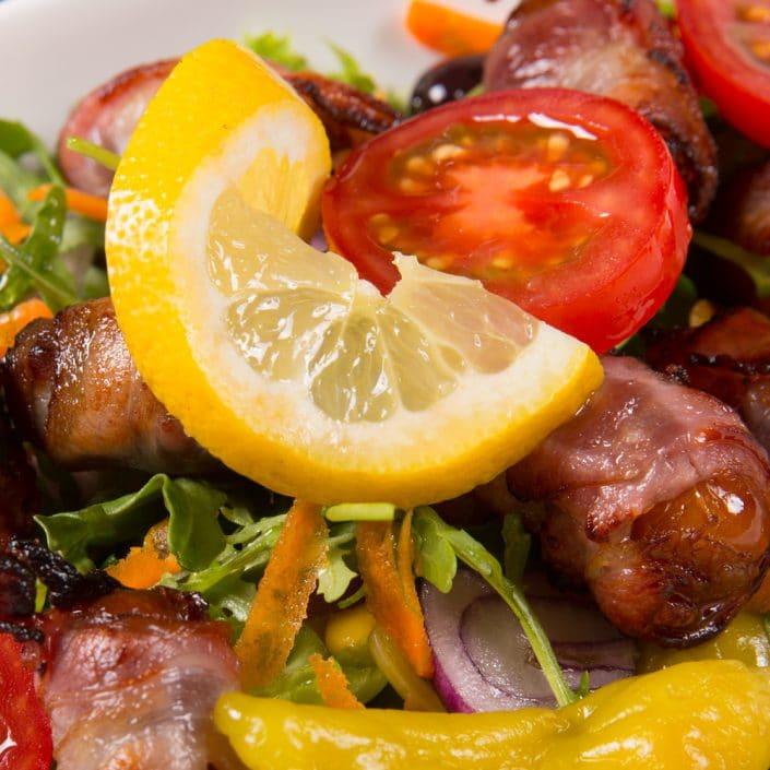 Restaurant Troja München - Vorspeise - Speckdatteln, Tomate, Pepperoni