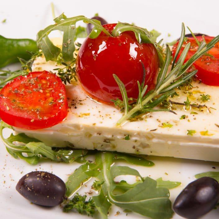 Restaurant Troja München - Vorspeise - Feta Käse, Olive, Tomate