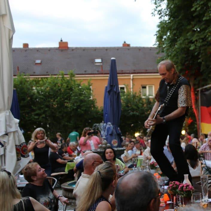 Live Musik im Troja mit den Cagey Strings, Schorsch