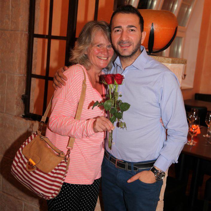 Restaurant Troja München - Kostas mit weiblichem Gast