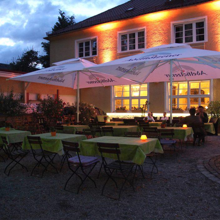 Restaurant Troja München - Loungeseite Biergarten