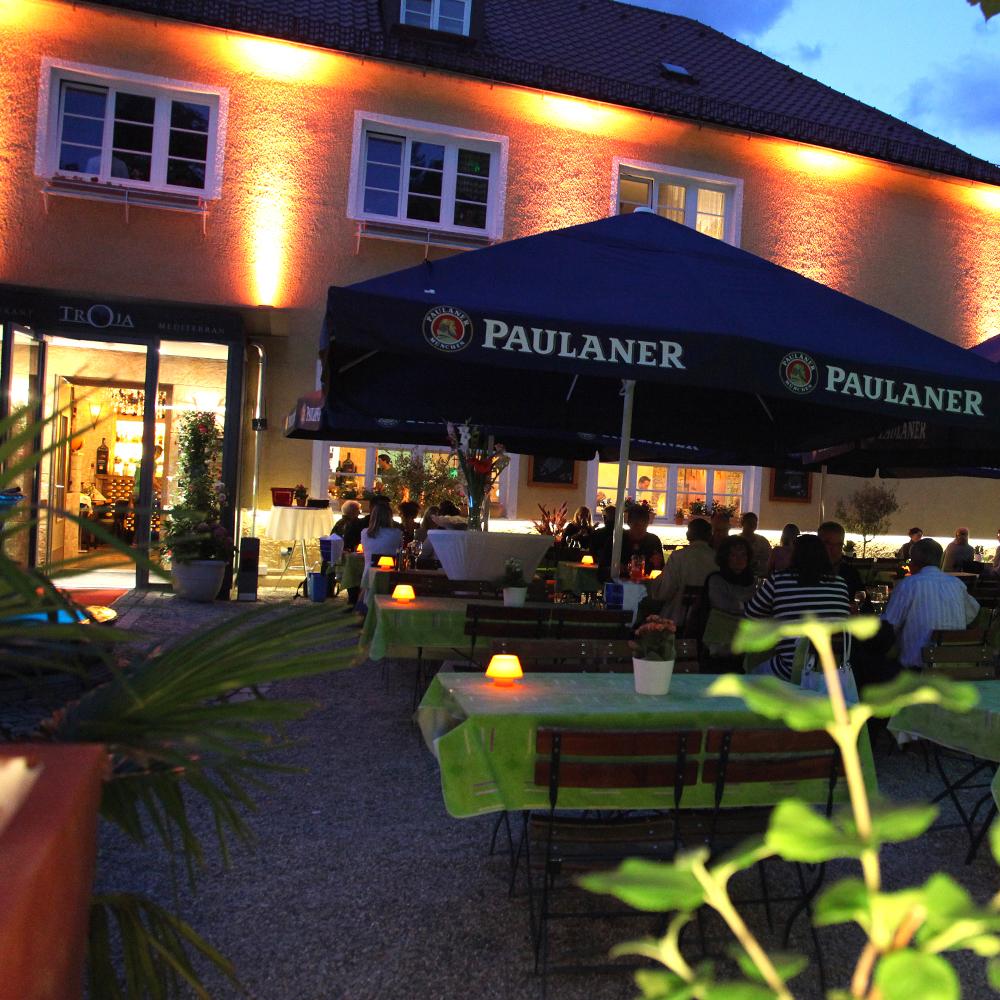 Restaurant Troja München - romantischer Biergarten