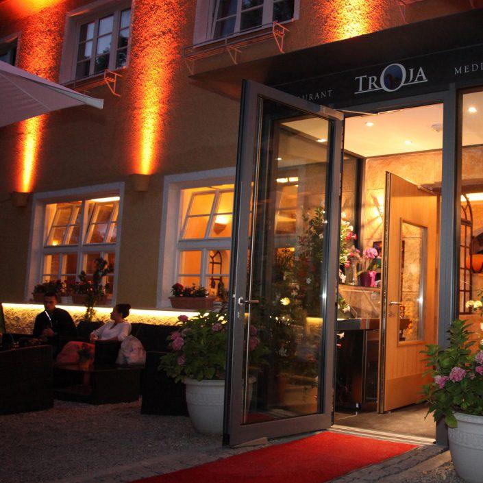 Restaurant Troja München - Lounge abends