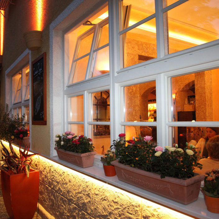 Restaurant Troja München - Blick ins Fenster
