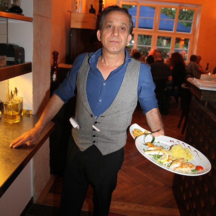 Restaurant Troja München - Kellner