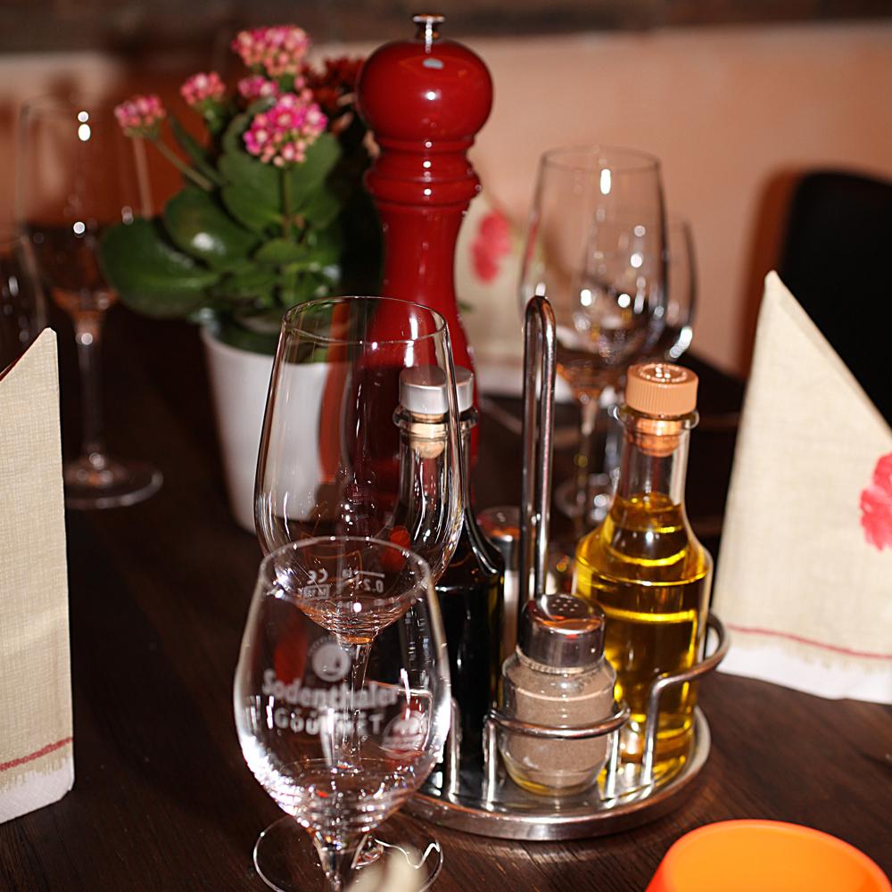 Restaurant Troja München - Menage mit Essig und Öl