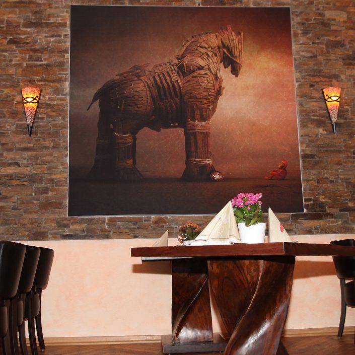 Restaurant Troja München - trojanisches Pferd - Gemälde