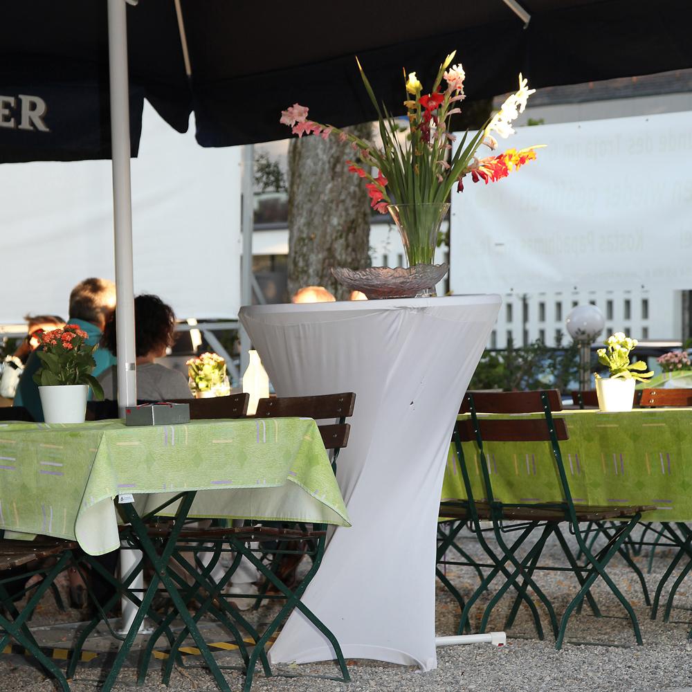 Restaurant Troja München - Stehtisch mit Husse