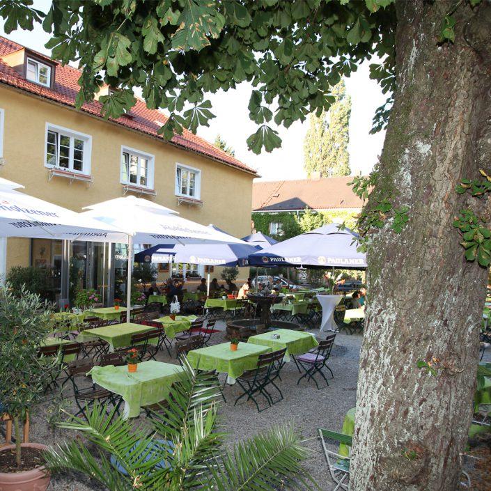 Restaurant Troja München - Blick in den Biergarten