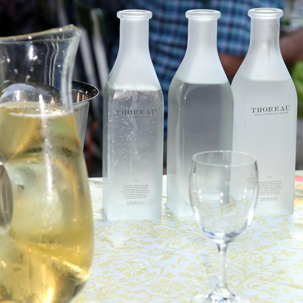 Restaurant Troja München - Wasserkaraffen, Weißwein