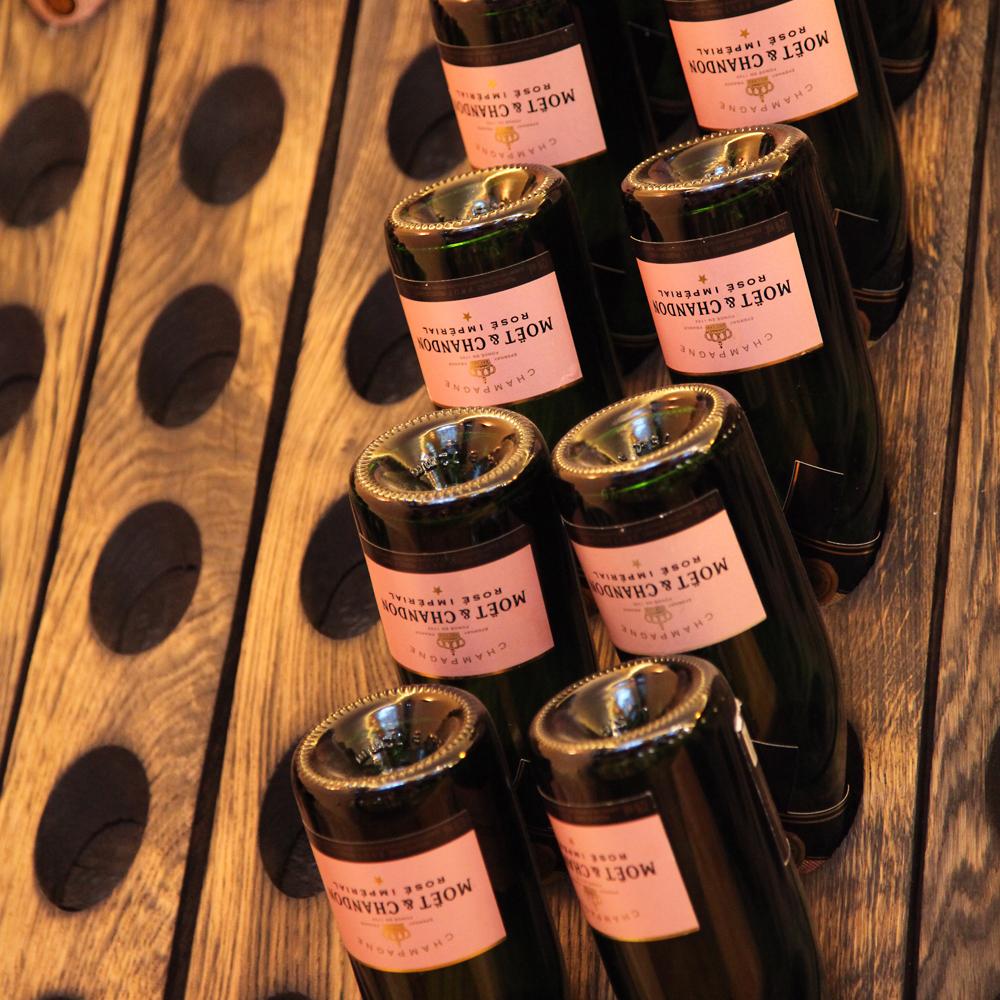 Restaurant Troja München - Rüttelbrett mit Champagner