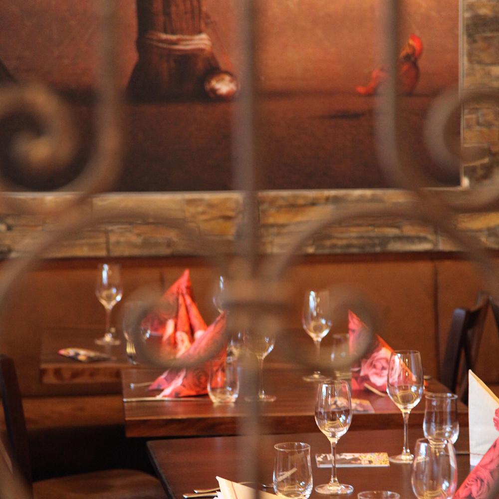 Restaurant Troja München, Blick auf gedeckte Tische