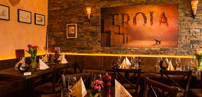 Restaurant Troja München - Raum mit Bild von Troja