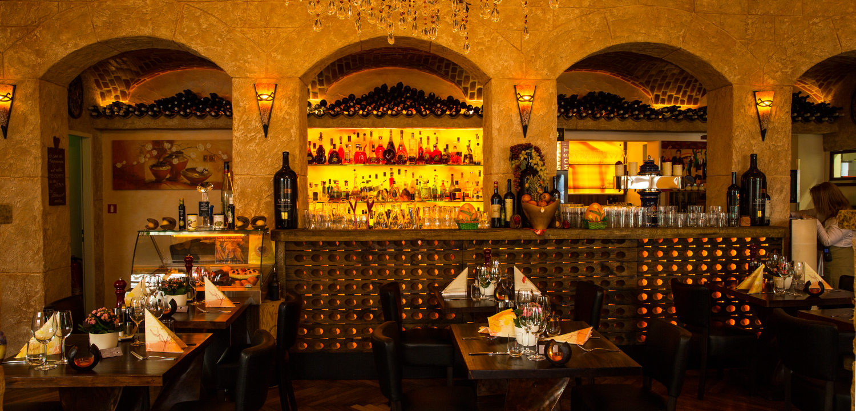 Restaurant Troja München - Gewölbegang und Bar
