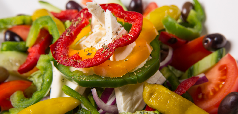 Restaurant Troja München - Paprikaringe auf Salat mit Feta