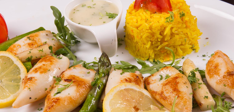 Restaurant Troja - Babykalamari mit Zitronenreis