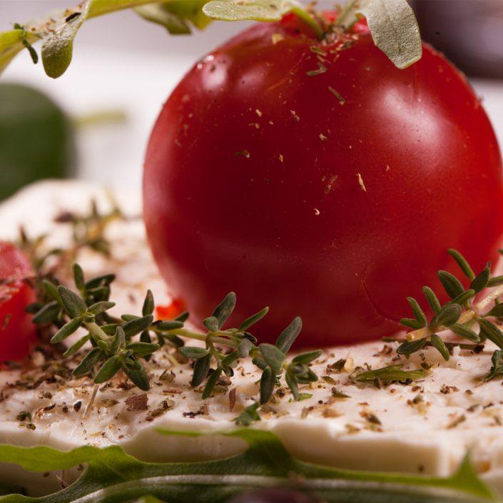 Restaurant Troja München, Feta mit Kräutern und rote Paprika