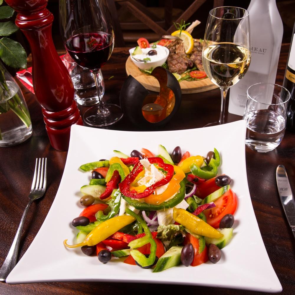 Restaurant Troja München, gemischter Salat mit Oliven