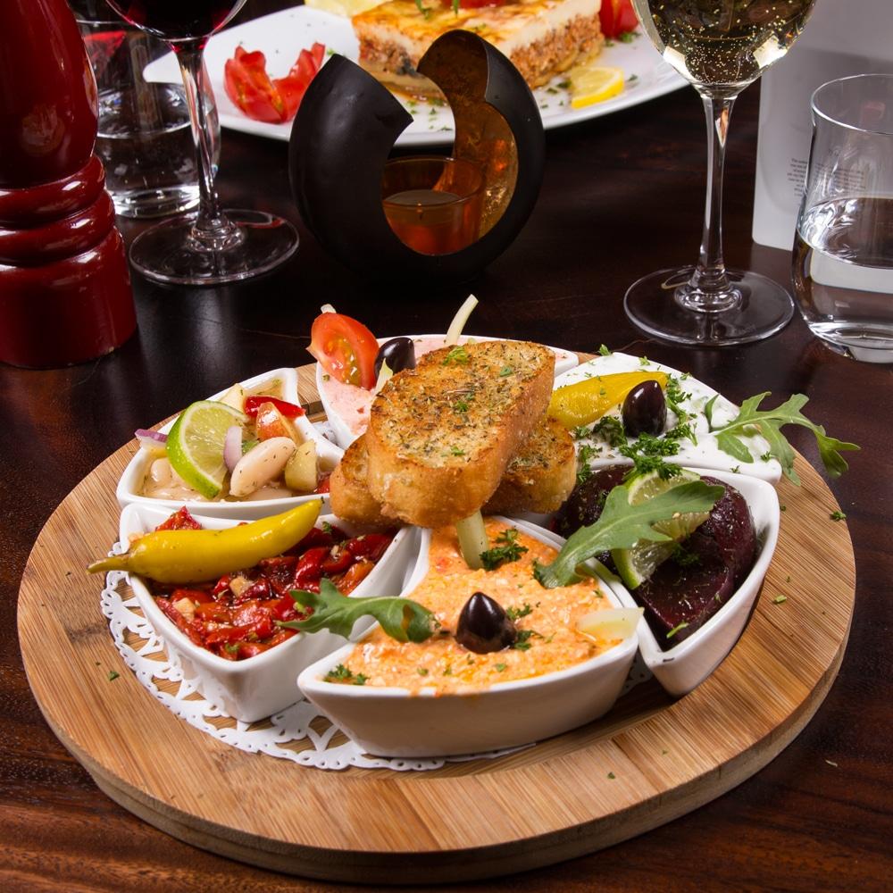 Restaurant Troja München - Vorspeise, Taramas, Paprika, Bohnen