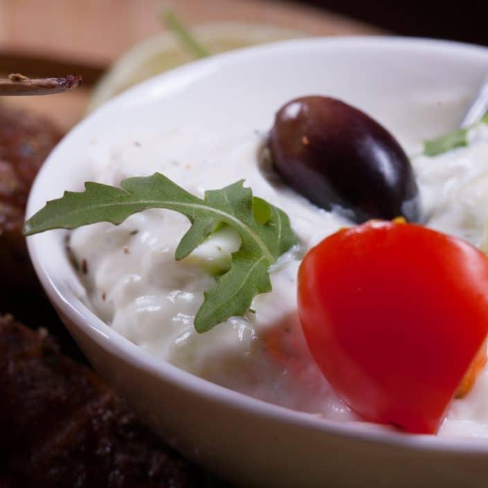 Restaurant Troja München - Speisen - frisches Fleisch mit Rosmarin