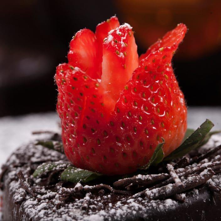Restaurant Troja München - Dessert - Schokoküchlein mit Erdbeere