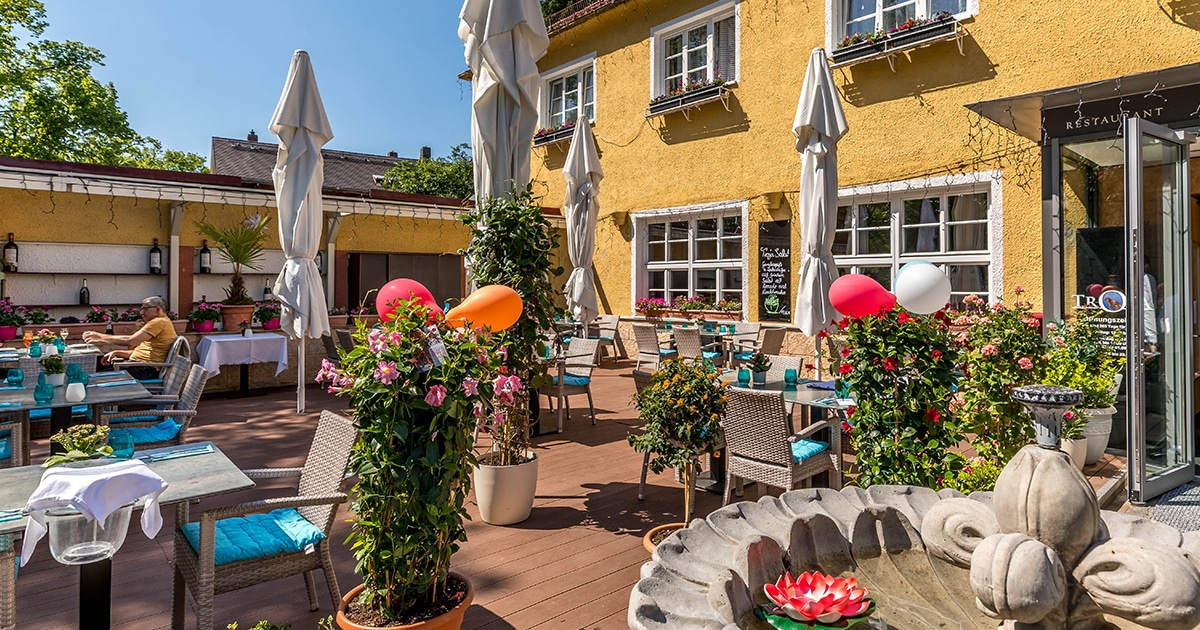 Troja München, Brunnen und Biergarten, griechisches Restaurant München