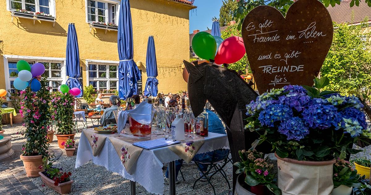 Troja München, Biergarten rechte Seite, griechisches Restaurant München